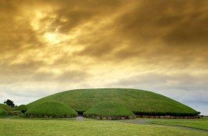 newgrange-ireland-jpg_002132